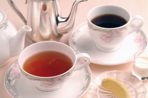 お茶やコーヒー、アルコールとの飲み合わせを避ける