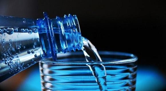 水かぬるま湯で飲む(お酒やコーヒーは避ける)