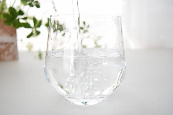 水かぬるま湯で飲む