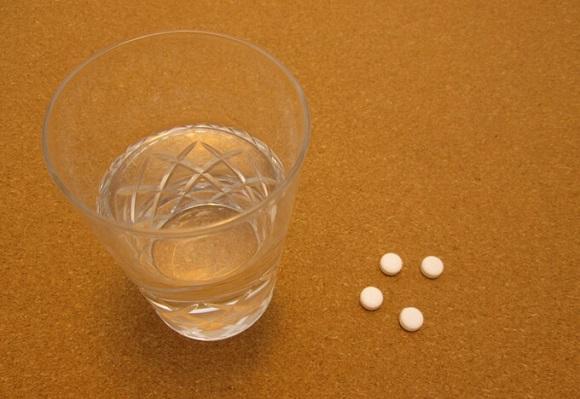1日に2カプセルを水や白湯で摂取する